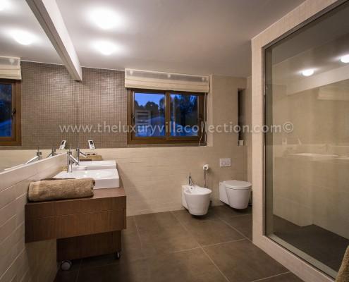 luxury bathroom Marbella