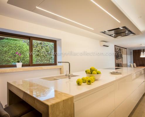 Villa Malibu contemporary kitchen
