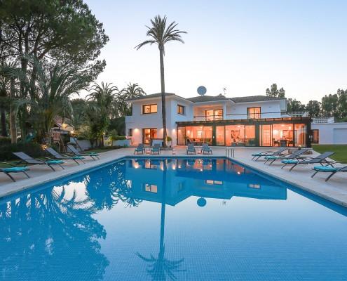 Villa swimming pool at night