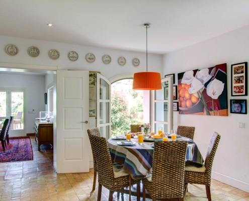 villa breakfast room