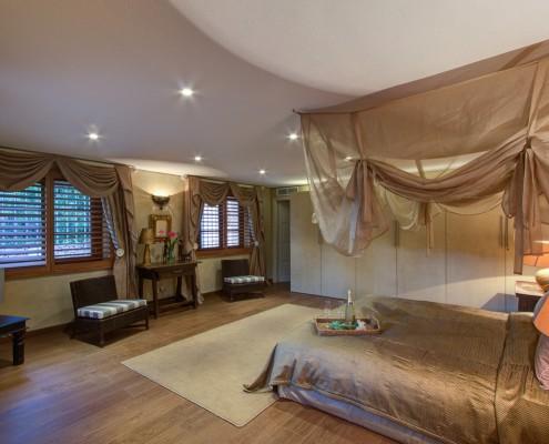 Spacious Sotogrande villa guest room 2