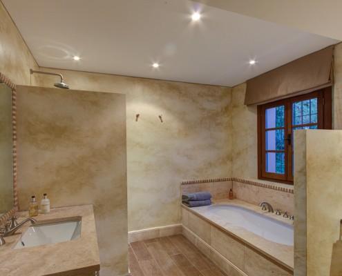 villa guest bathroom 2 Sotogrande rental villa