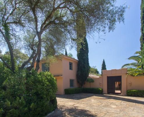 Courtyard entrance to El Chorrito villa rental Sotogrande