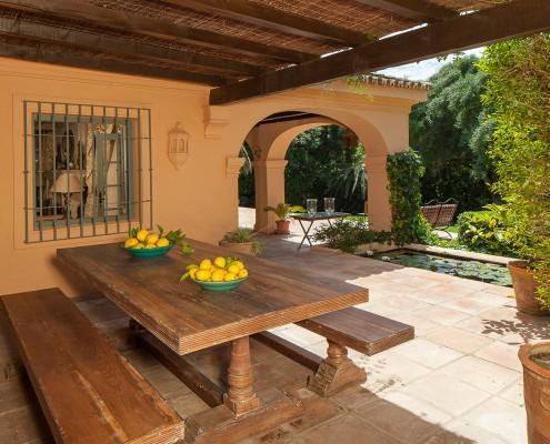Villa terrace rental Sotogrande