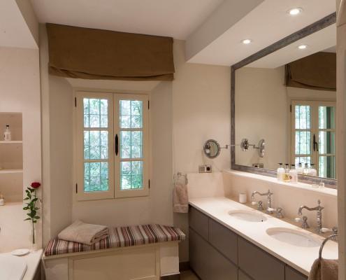 villa bathroom Sotogrande