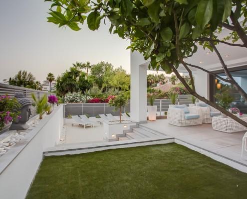 Modern villa garden rental Marbella