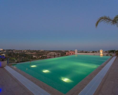 Villa Diamante infinity pool Marbella