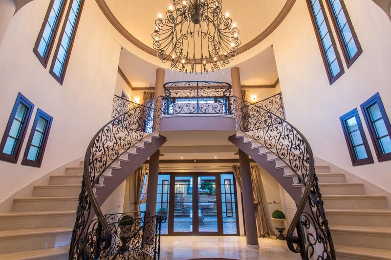 6 bed luxury villa in marbella to rent luxury villa for Villa entrance door designs