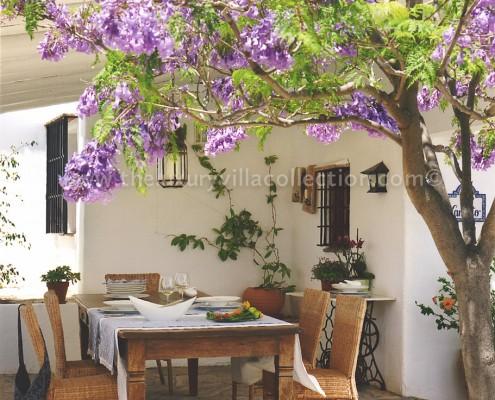outdoor dining villa Malaga