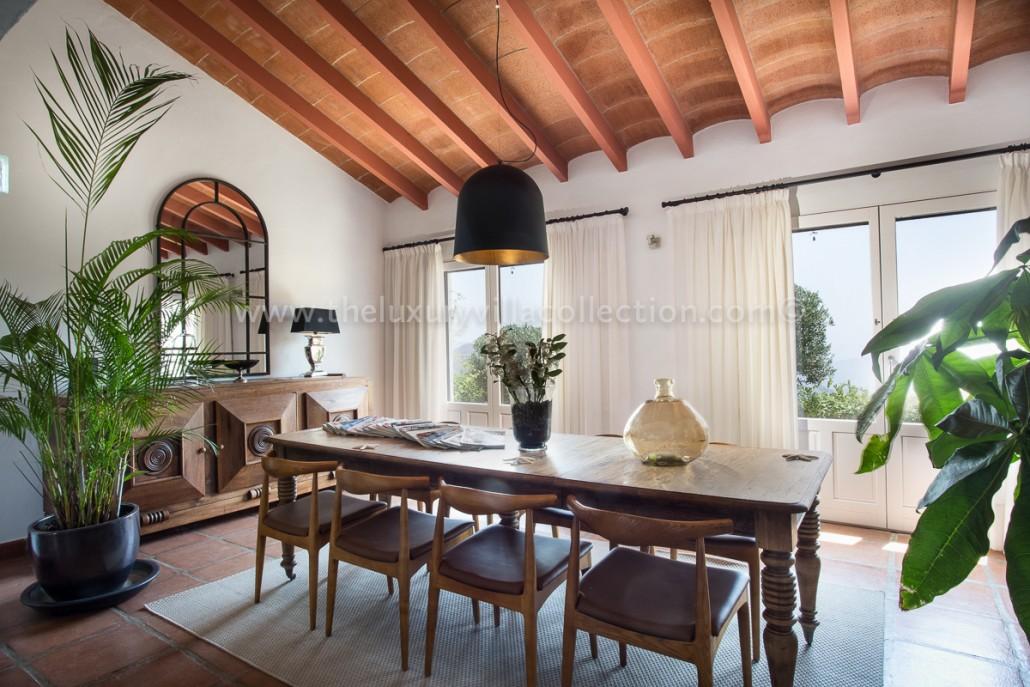 Stunning 3 bedroom luxury villa to rent in malaga for Luxury villa interiors pictures