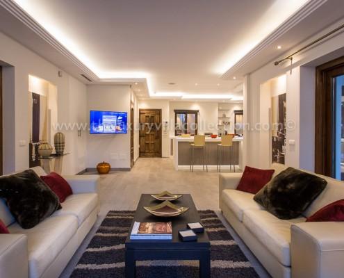 Villa Monterey Puerto Banus kitchen-lounge