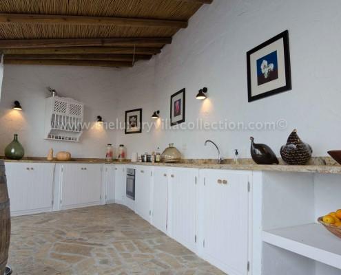 outdoor kitchen luxury villa rental Spain
