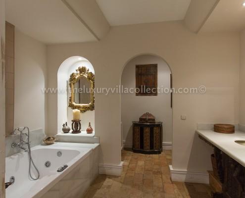 Villa Las Artes Marbella Guest bathroom