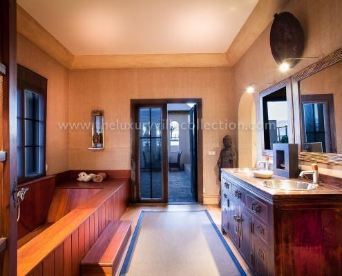 Villa Las Artes Marbella Japanese bathroom