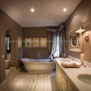 Villa Las Artes Marbella master bathroo