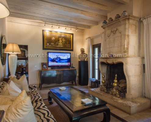 Villa Las Artes Marbella master suite lounge