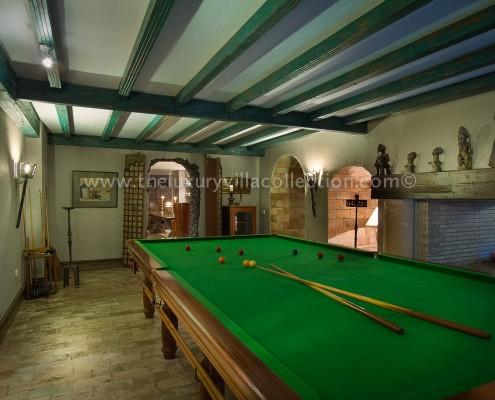 Villa Las Artes Marbella snooker room