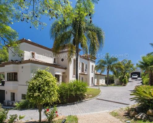 Villa Monterey Puerto Banus driveway