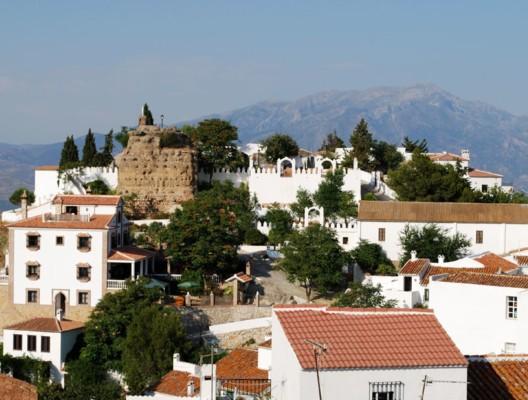 White village, Comares