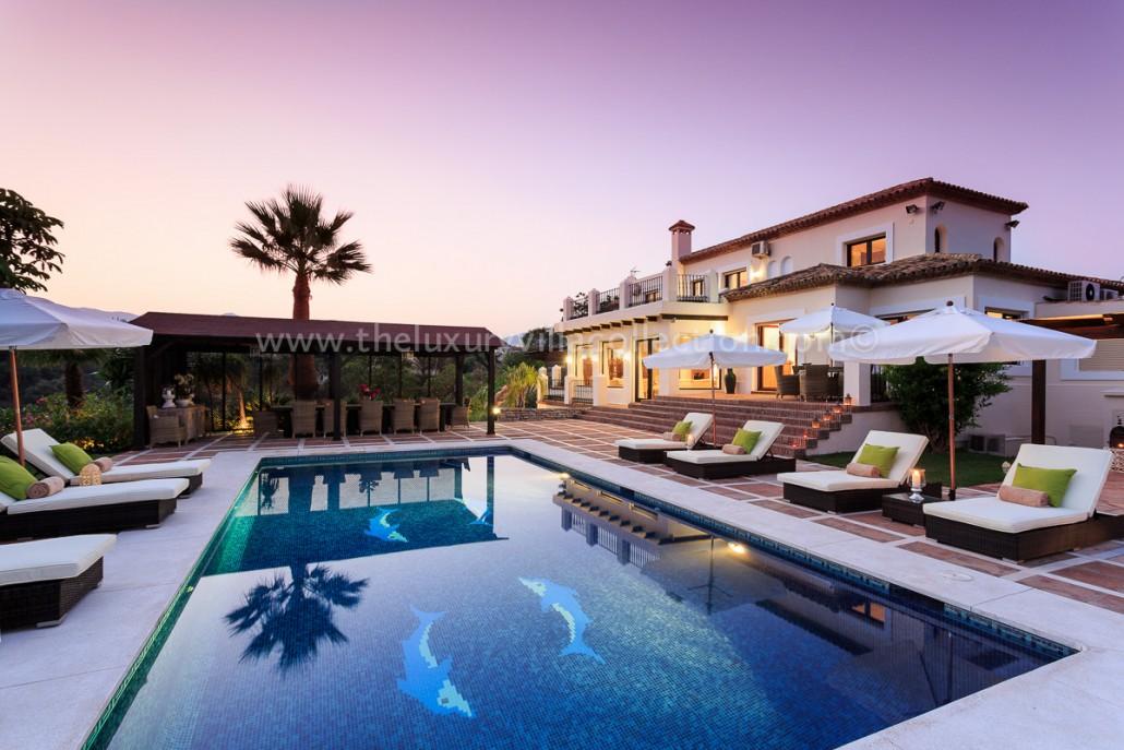 Villas With Pools In Estopona