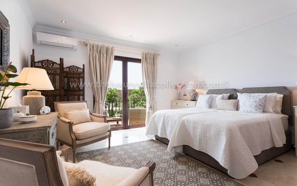 Stylish 5 bedroom villa in estepona luxury villa collection for Luxury villa interiors pictures