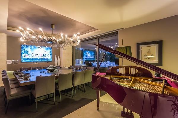 Villa Zensei, Baby Grand Piano Dining Room