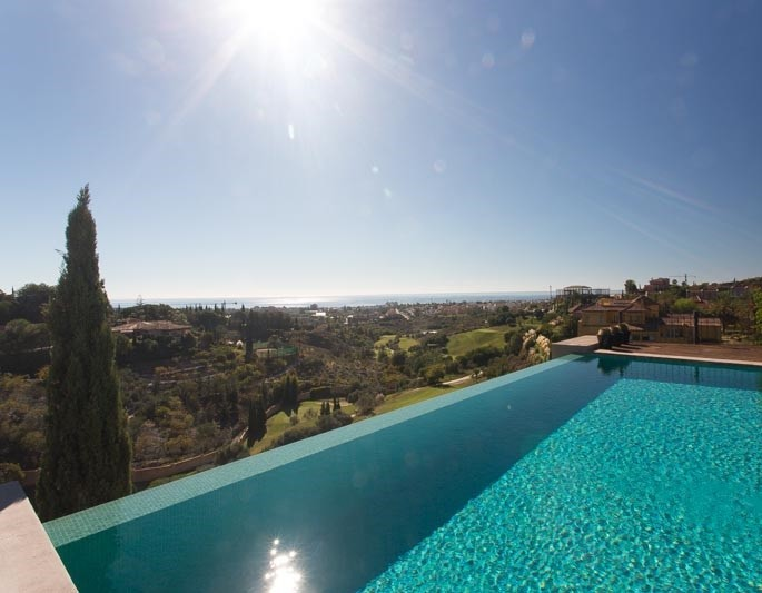 Luxury villas with amazing pools in spain lvc for What is swimming pool in spanish
