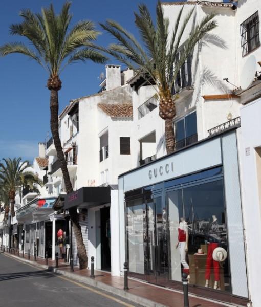 gucci shop front puerto banus