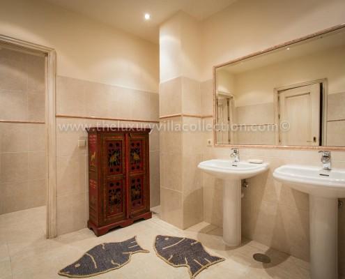 Villa Kynthia luxury Estepona villa rental