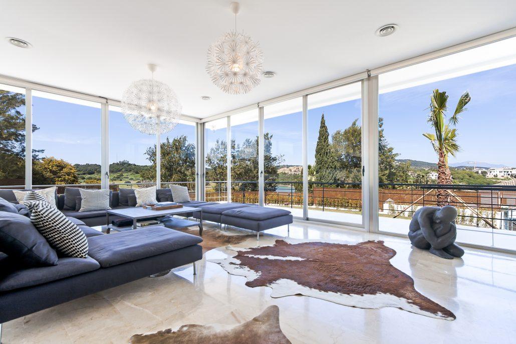 Stunning 7 bedroom villa in sotogrande luxury villa for Glass house luxury villa