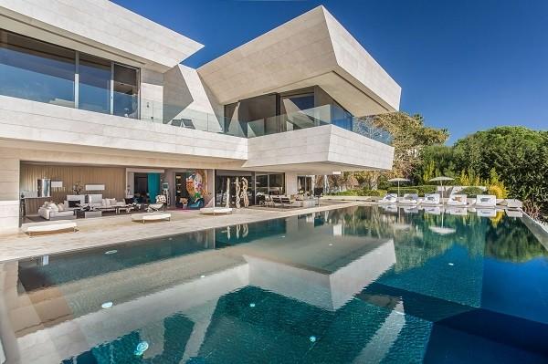 villa zensei pool and facade