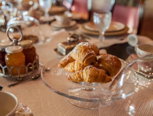 Finca del Rey breakfast service