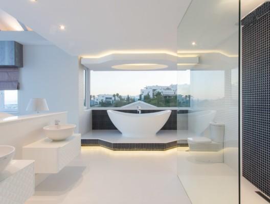 5 Villa Diamante Marbella luxury master suite