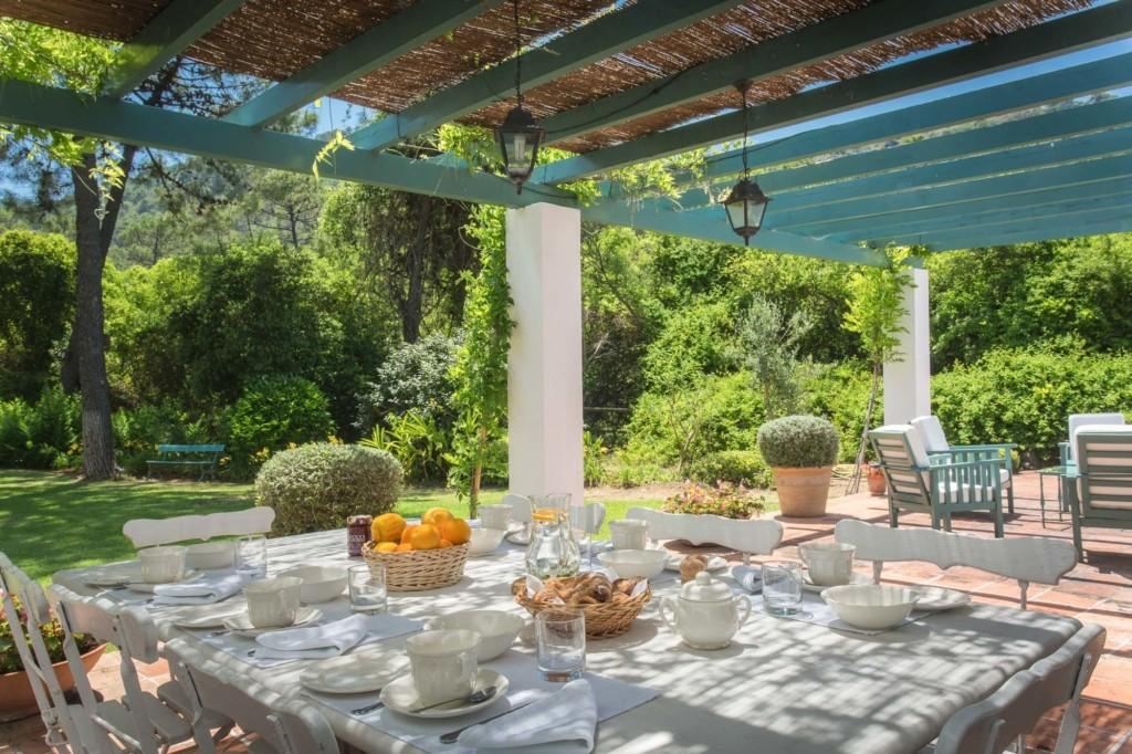 Casa Alegre luxury breakfast outdoors