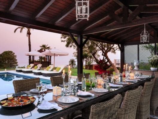Villa Kenia luxury villa Estepona poolside dining