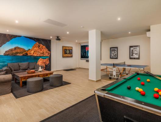 Villa Kynthia luxury Estepona villa games room