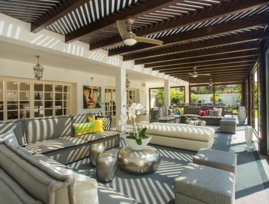 Villa Malibu Marbella pool lounge