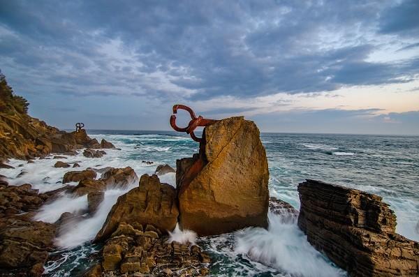 chillida's peine del viento sculpture