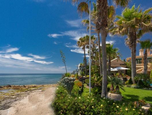 1 Villa Andreas luxury villa Marbella front beach