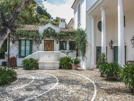 Luxury Villa La Zagaleta entrance driveway