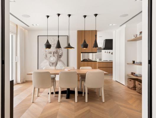 Villa Elisa: Contemporary dining room