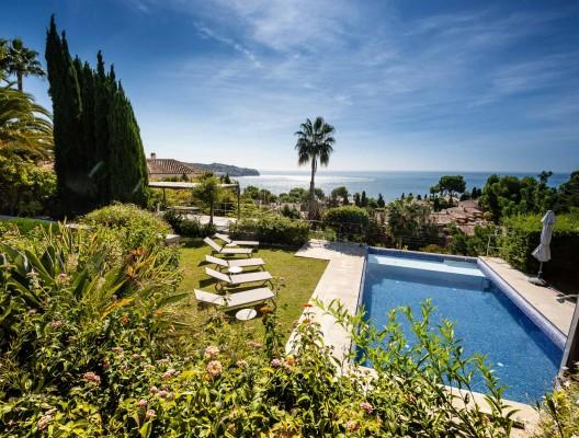 Villa-Estrelizia-modern-family-villa-La-Herradura-sea-views