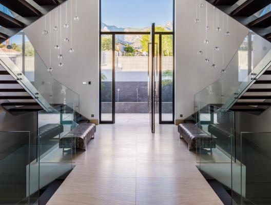 5 Villa Zenith luxury villa marbella entrance